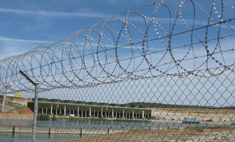 concertina protegiendo central nuclear